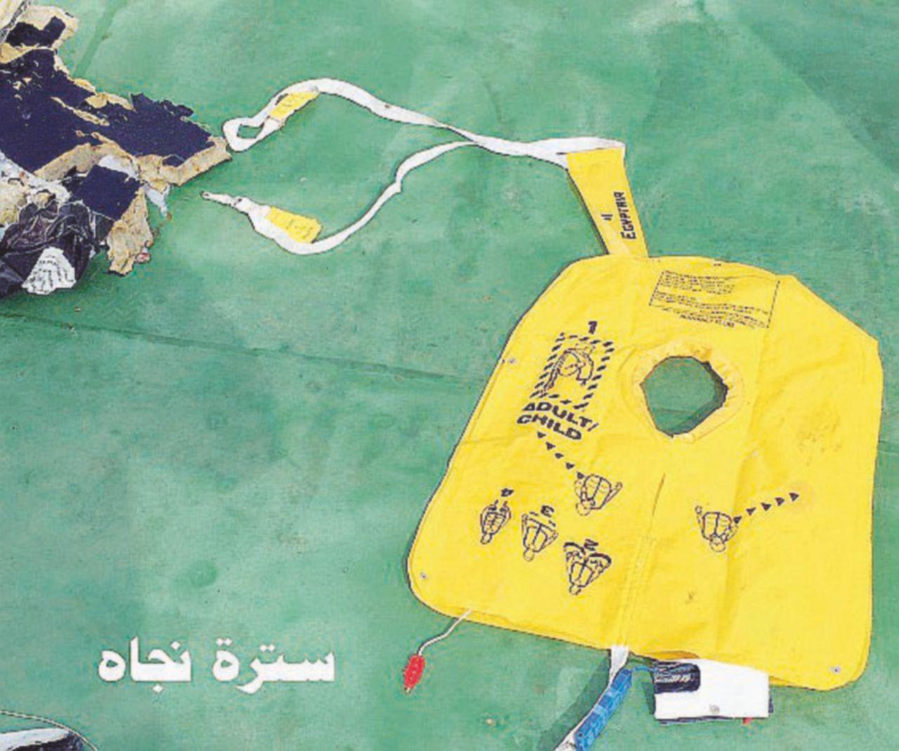 """EgyptAir, fumo prima del disastro. Fratelli Musulmani: """"Colpa di Al-Sisi"""""""