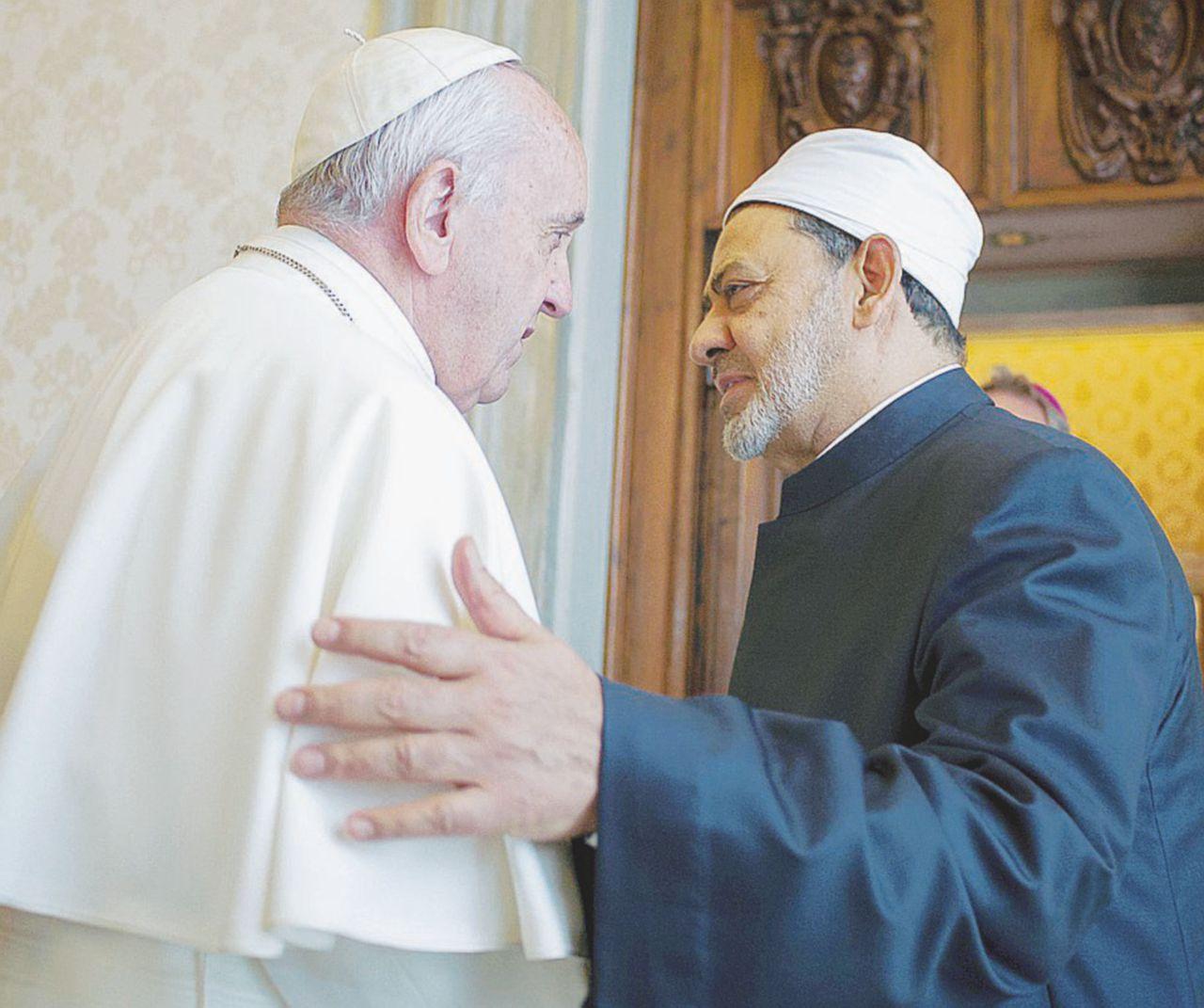 """Francesco e l'imam di Al Azhar:  """"Insieme contro il terrorismo"""""""
