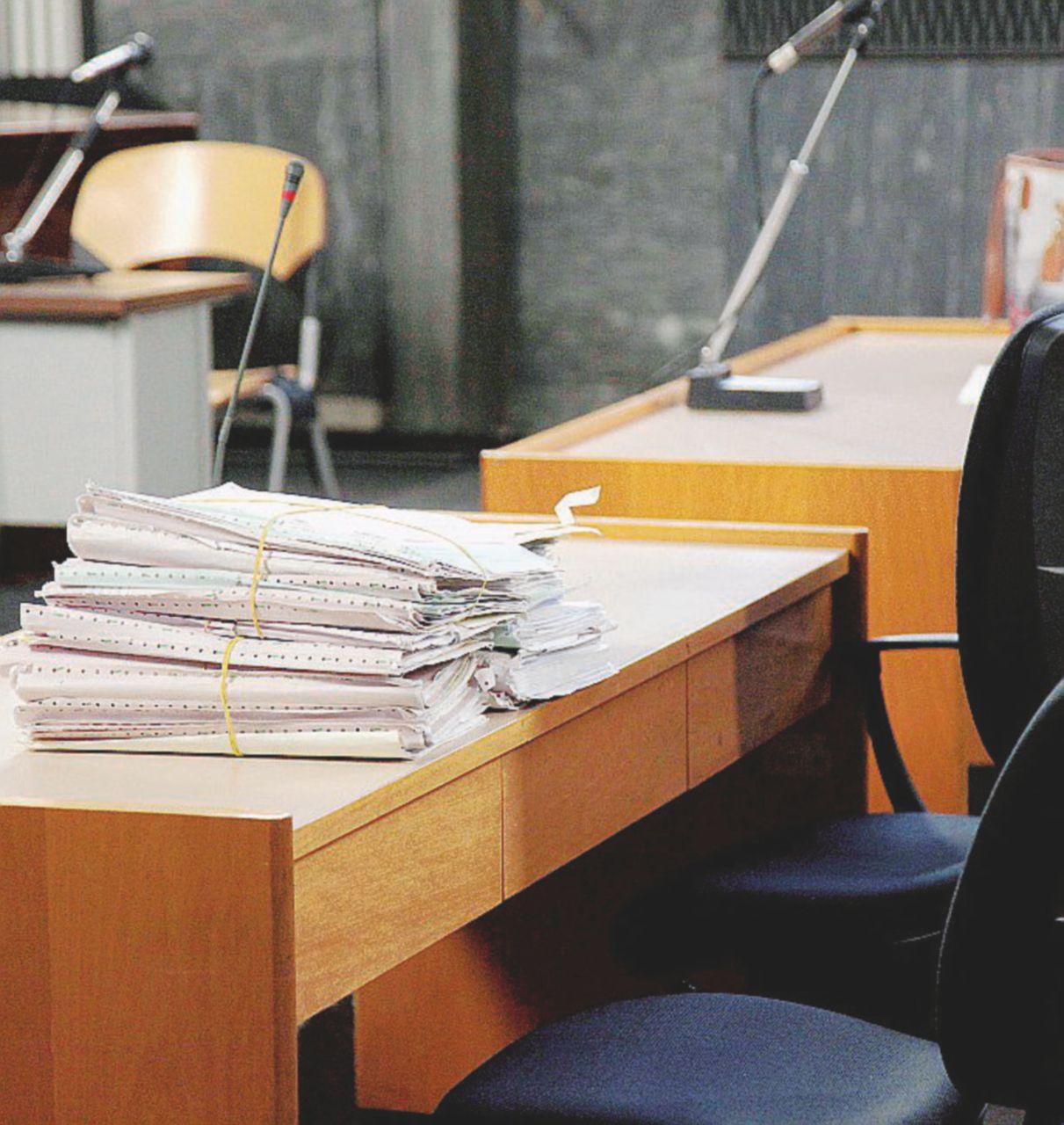 "Precari nei tribunali a 400 euro al mese:  ""Una vita da incubo"""