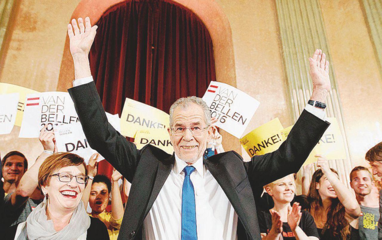 C'è posta per Van der Bellen. 31  mila voti fermano Hofer