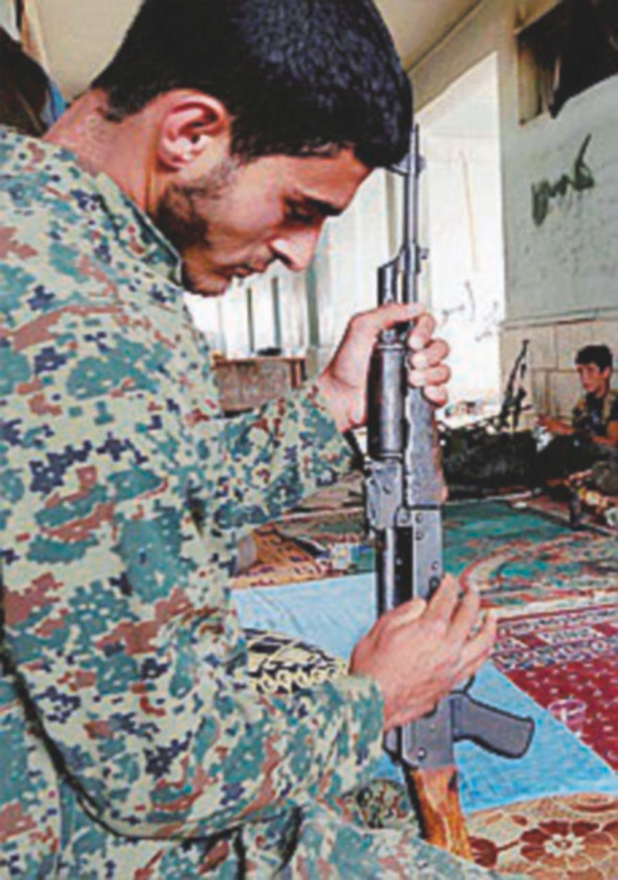 Raqqa, offensiva di esercito e curdi contro la città dell'Is