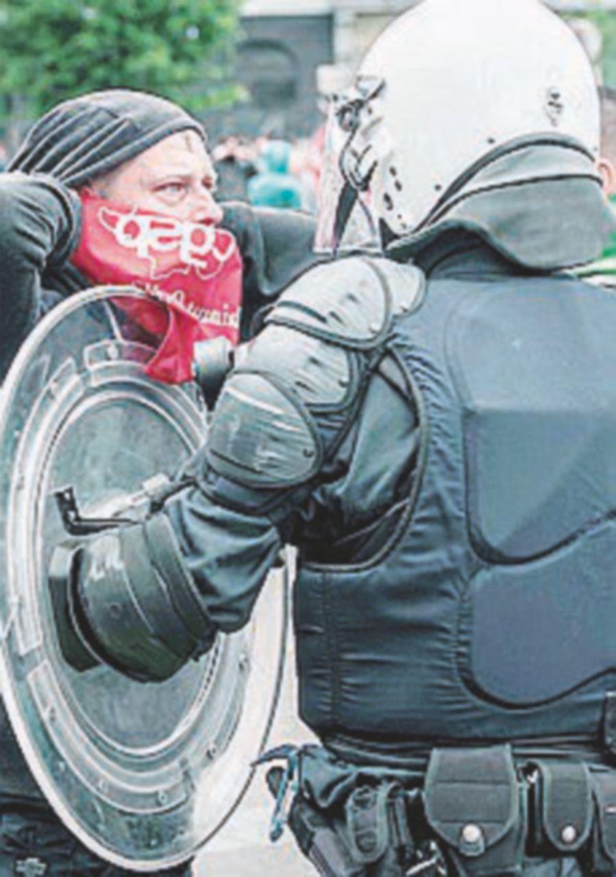 Scontri e feriti alla manifestazione contro l'austerity
