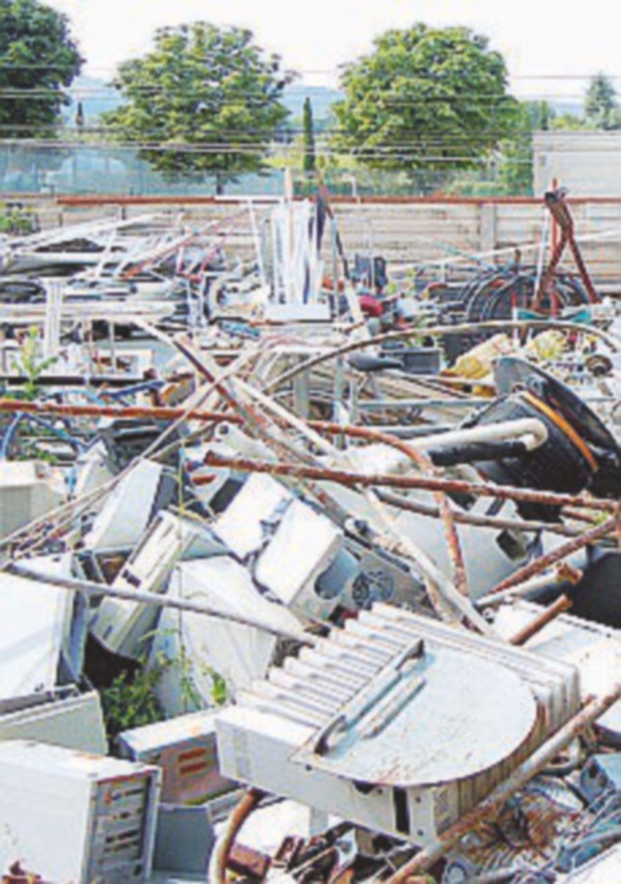 Eternit, pale eoliche e rifiuti speciali: un'ondata di sequestri
