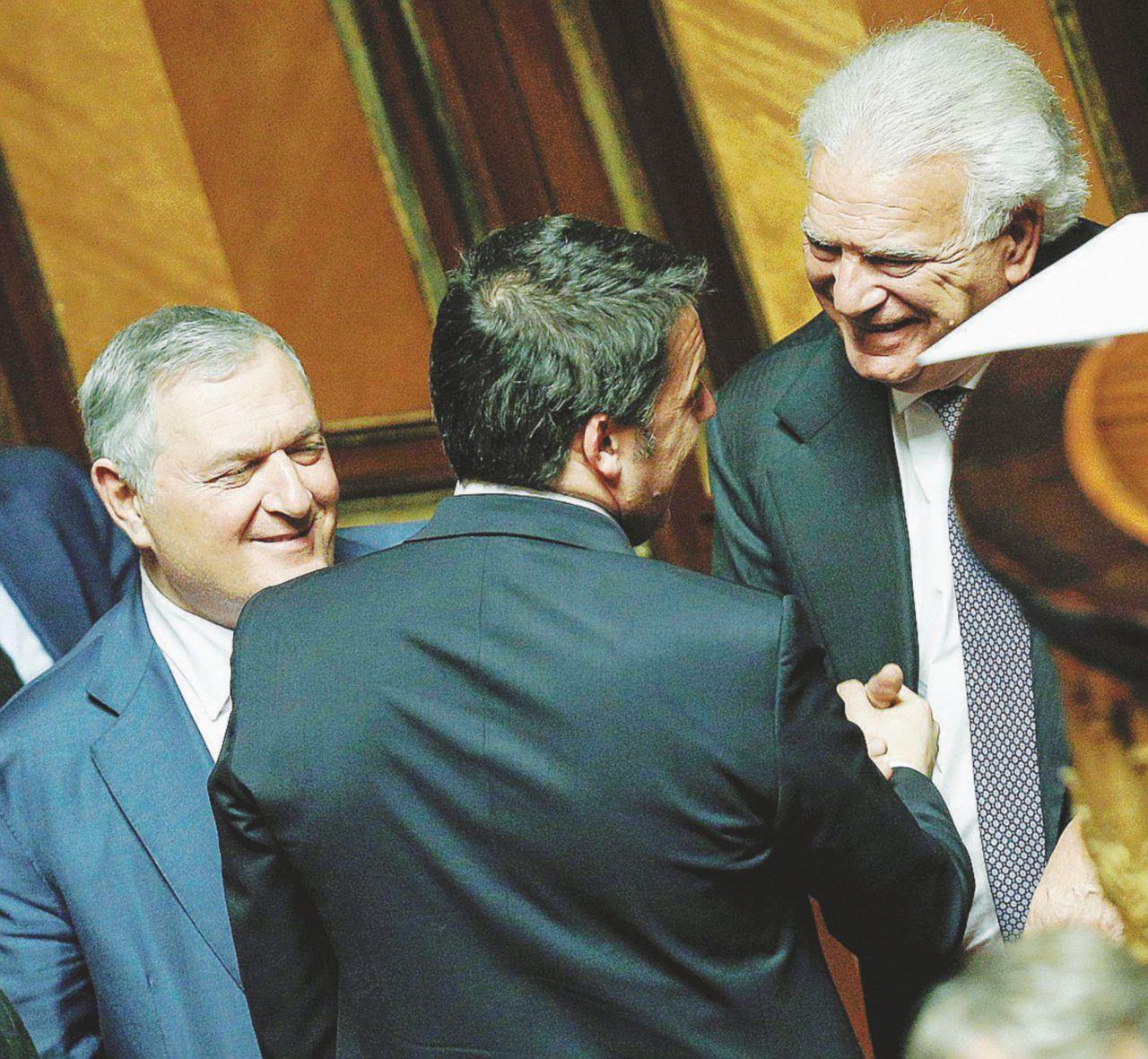 """""""Alleanza con Ala, vergogna"""". Il caso Saviano e l'imbarazzo Pd"""