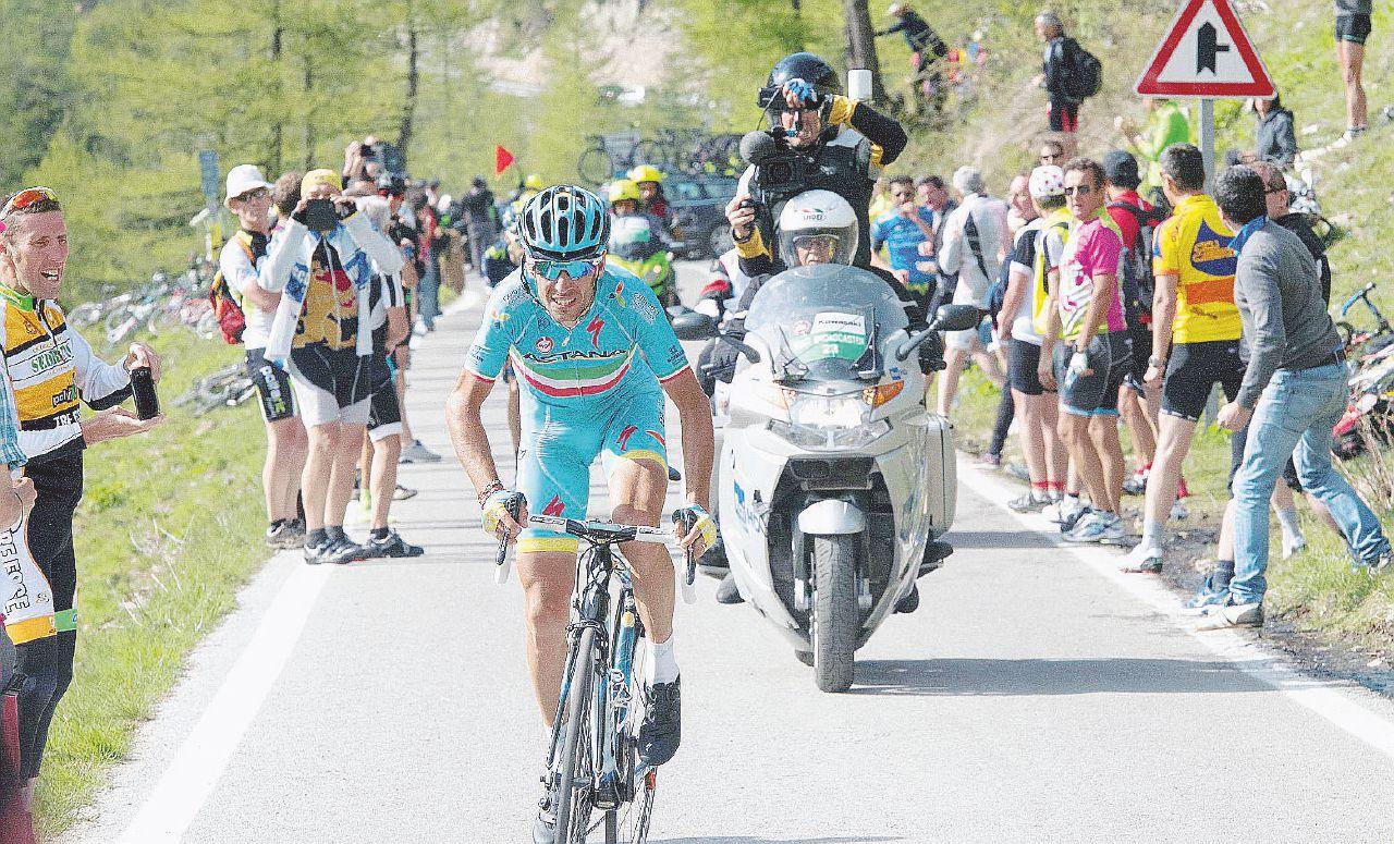 Viva Nibali, viva il Giro d'Italia: lo Squalo riconcilia col ciclismo