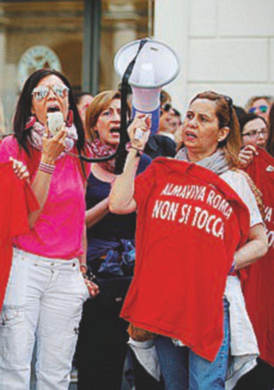 """In sciopero i lavoratori dell'igiene urbana, """"subito il contratto"""""""