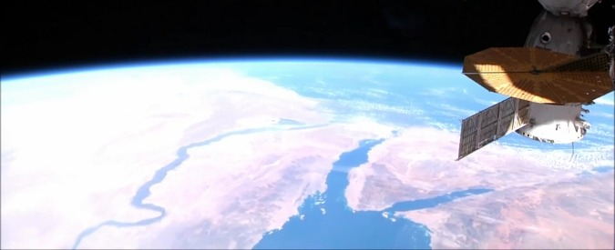 Egyptair, la rotta del volo precipitato in mare vista dalla spazio: da Parigi al Cairo