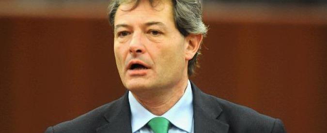 Tangenti Sanità Lombardia, approvate dimissioni di Fabio Rizzi. 2 astenuti: uno è il rinviato a giudizio Mario Mantovani