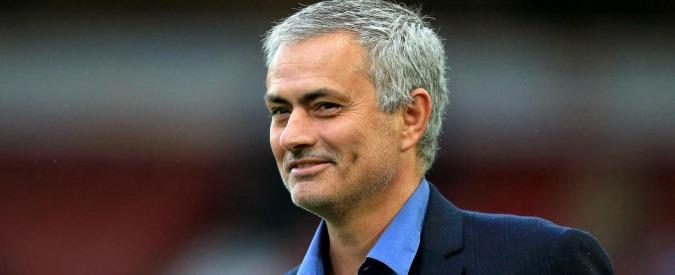 Josè Mourinho allenerà il Manchester United. Lo Special One ritrova Ranieri e lancia la sfida al Chelsea di Conte – Video