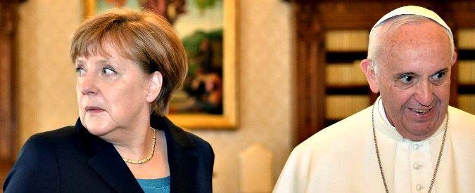 """Papa Francesco demolisce l'Ue davanti ai suoi vertici: """"Europa decaduta: tuteli la dignità dei migranti, dia lavoro a giovani"""""""