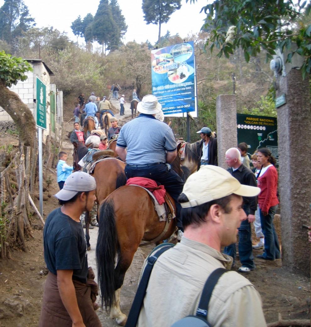 Partenza per l'escursione sul vulcano Pacaya
