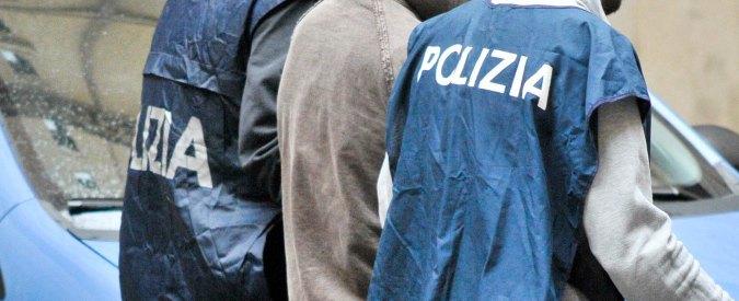 Forlì, bacia una studentessa di 15 anni a scuola: arrestato professore 40enne