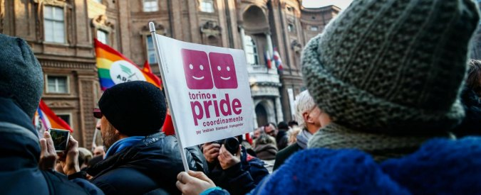 """Stepchild adoption, ok Corte d'Appello di Torino alla richiesta di due coppie gay: """"Tutelare una situazione di fatto"""""""