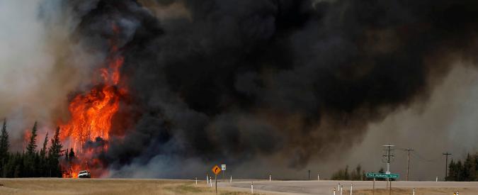 Canada, Fort Mc Murray tra le fiamme: la città è vittima del suo stesso trivellare