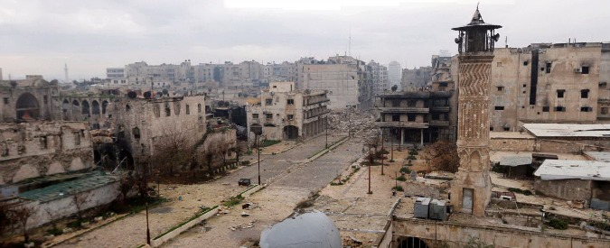 """Siria, ecco il piano di pace in tre fasi per l'uscita di scena di Assad. Attivisti: """"Bombardamenti al cloro su Aleppo"""""""