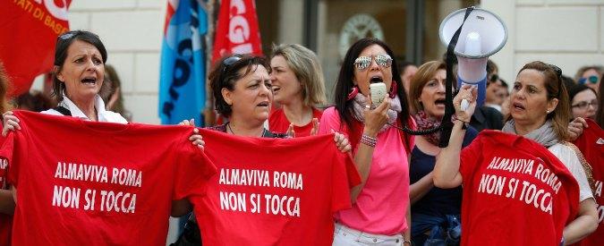 """Call center, allarme dei sindacati dopo il caso Almaviva: """"A rischio il posto di 80mila lavoratori"""""""