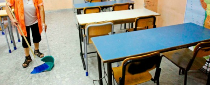 Pulizia scuole, contratti scaduti o frutto di appalti truccati. Il governo annuncia nuovi bandi, ma va avanti a proroghe