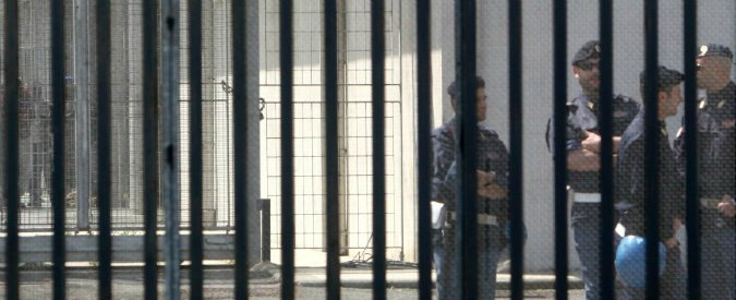 """Carceri, sezioni apposite per detenuti gay. Il garante: """"Isolamento ingiustificato"""""""