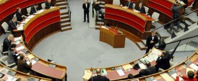 Trentino Alto Adige, i consiglieri approvano la legge per tagliarsi le indennità (ma nessuno di loro vuole farlo)