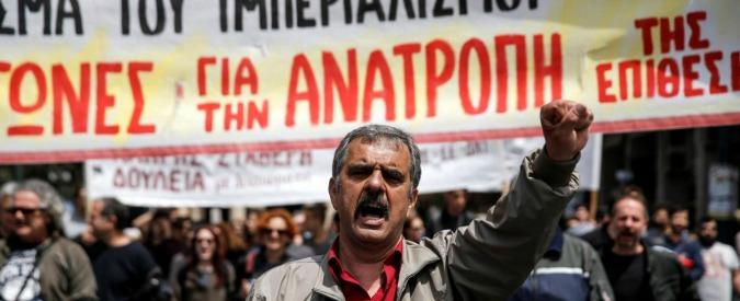 Grecia, nuove misure di austerità: più tasse su caffè, birra, sigarette e Internet. Via deputata di Syriza che ha votato no