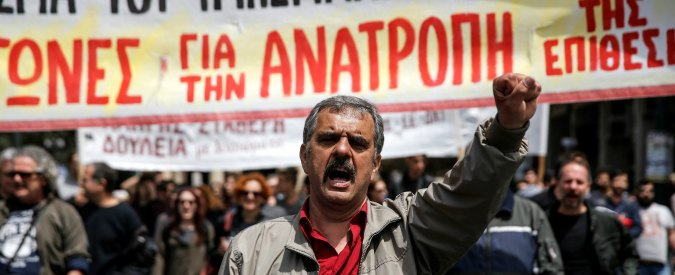 """Grecia, sciopero di 48 ore contro l'austerità. E il Fmi mette alle strette l'Eurozona: """"Tagliare il debito"""""""