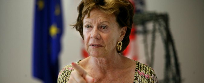 "Bahamas leaks, ""l'ex commissaria Ue Kroes ha fondato e amministrato società offshore mentre lavorava a Bruxelles"""