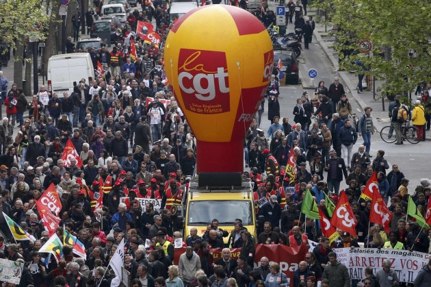 Francia, infuriano le proteste contro la legge sul lavoro
