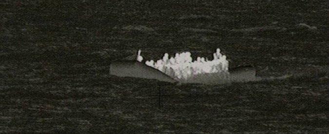 """Migranti, 45 corpi recuperati nel Canale di Sicilia. """"Decine di persone annegate"""". Tremila persone verso i porti italiani"""