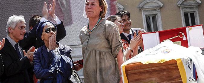 Pannella, cerimonia laica in piazza Navona. Sul palco anche i detenuti di Rebibbia
