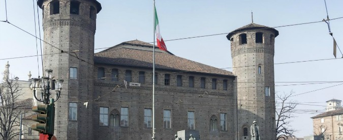 Torino, conducente perde il controllo del furgone: un morto in pieno centro