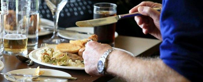 """Regno Unito, mancia nei ristoranti non più obbligatoria. Il ministro: """"Sia a discrezione del cliente"""""""