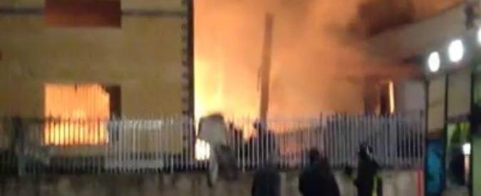 Torino, incendio in un'azienda chimica a Scarmagno: 14 feriti. Ustionati 7 pompieri