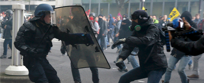 Francia, scontri a Parigi per il corteo contro la riforma del lavoro: due feriti