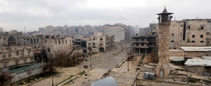 """Siria, raid aereo su un campo profughi: """"Almeno 30 morti"""". Tregua ad Aleppo"""