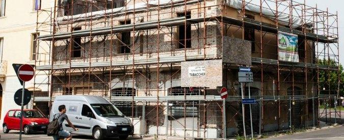 "Terremoto Emilia, casa ricostruita con i soldi pubblici: appena finita è già da abbattere. ""Ci passerà l'autostrada"""