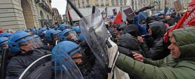 """Torino, cariche al Primo maggio. Airaudo: """"Reazione preventiva per tenerci fuori da piazza"""". Esposito (Pd): """"Straparla"""""""