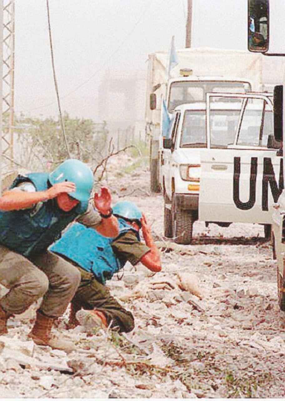 Sulla Linea Blu della guerra tra minacce, pace e polemiche
