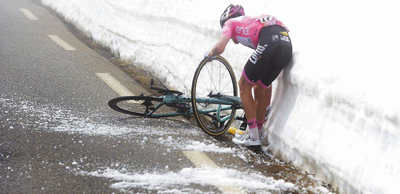 """Nibali c'è. Kruijswijk nella neve, lo """"Squalo"""" è tornato"""