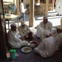 Muscat: pausa pranzo nel suq