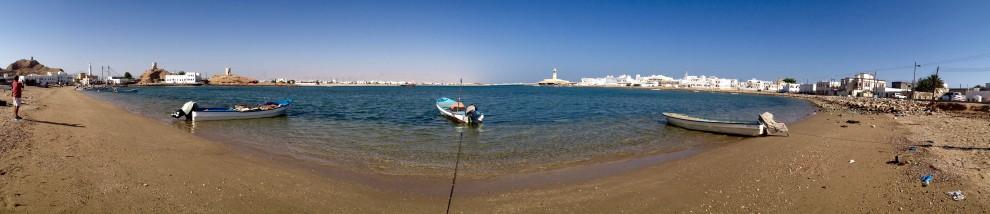 Barche da pesca nei pressi della città