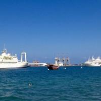 Muscat: i due yacht del sultano e una barca tradizionale