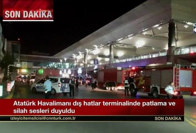 """Turchia, esplosioni e spari all'aeroporto Ataturk di Istanbul. Kamikaze in azione: """"50 morti e 60 feriti"""""""