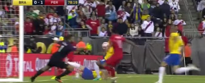 """Coppa America 2016, Brasile eliminato dal Perù con un gol di mano. Dunga: """"Non temo l'esonero"""" – Video"""