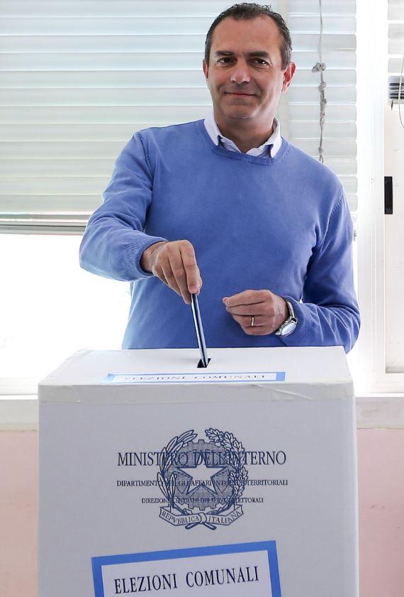 Napoli, Luigi De Magistris al voto per le comunali