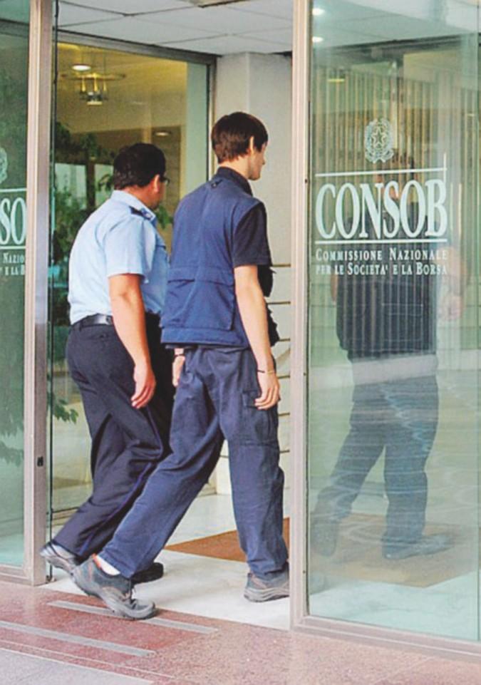 Dai ritardi su Mps ai bond rifilati ai clienti ignari: la vigilanza distratta dell'ex deputato