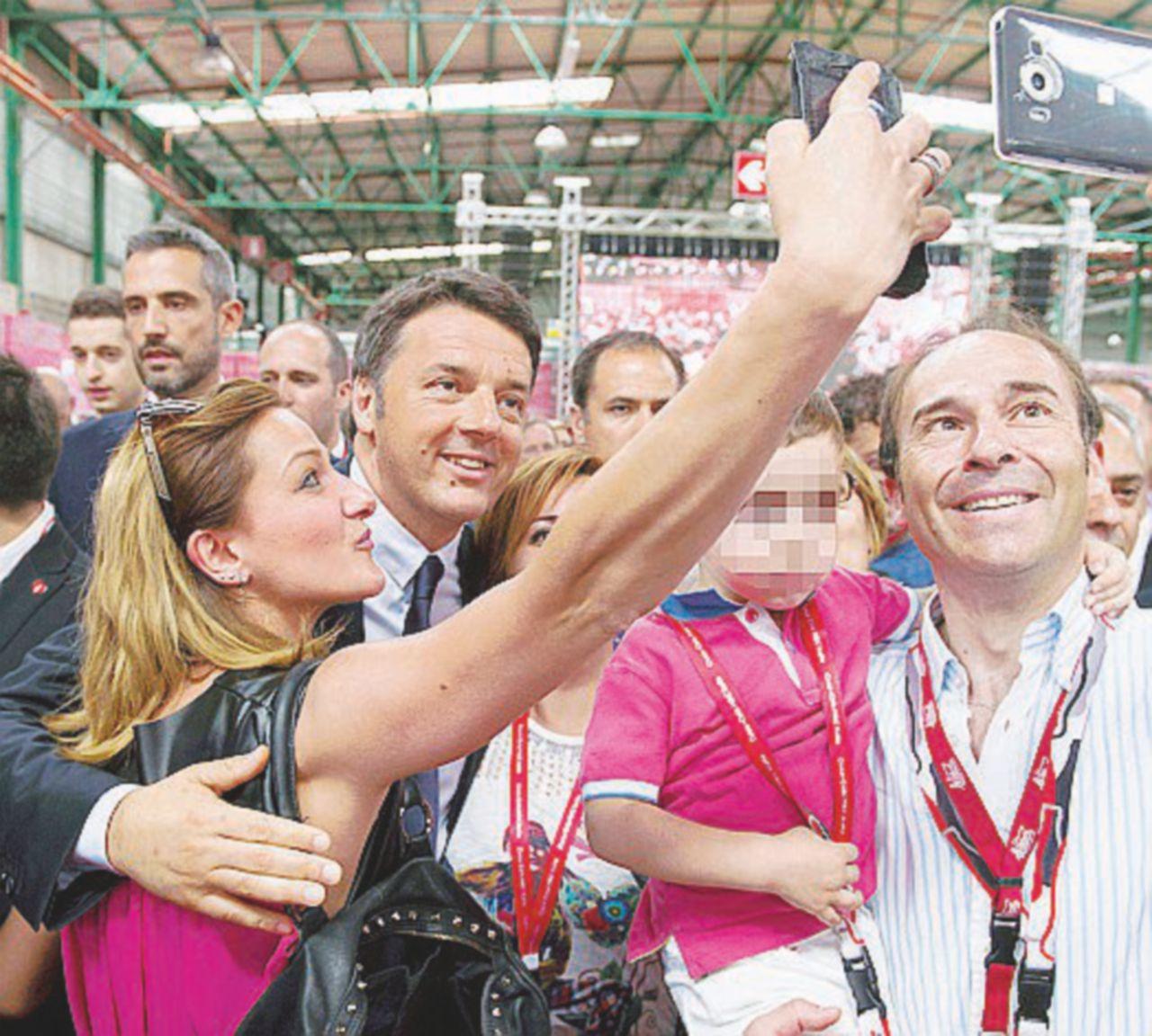 """Renzi alla Coca-Cola, brindisi per il candidato del """"Mattino"""""""