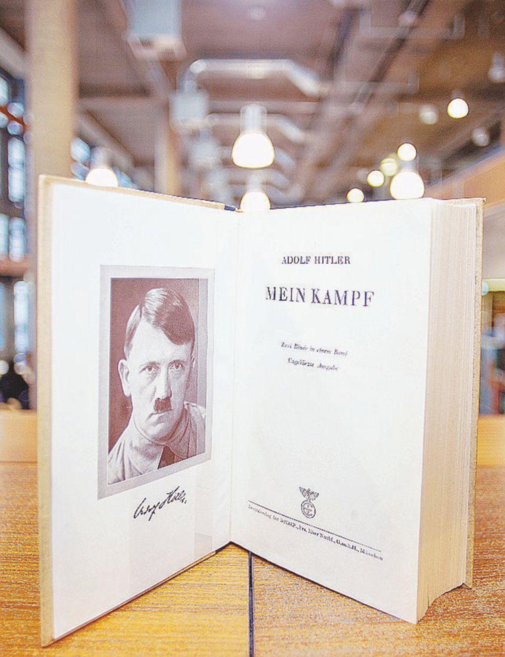 """Mein Kampf, Massimo Fini: """"Va pubblicato. Sono i dittatori a bruciare i libri"""""""