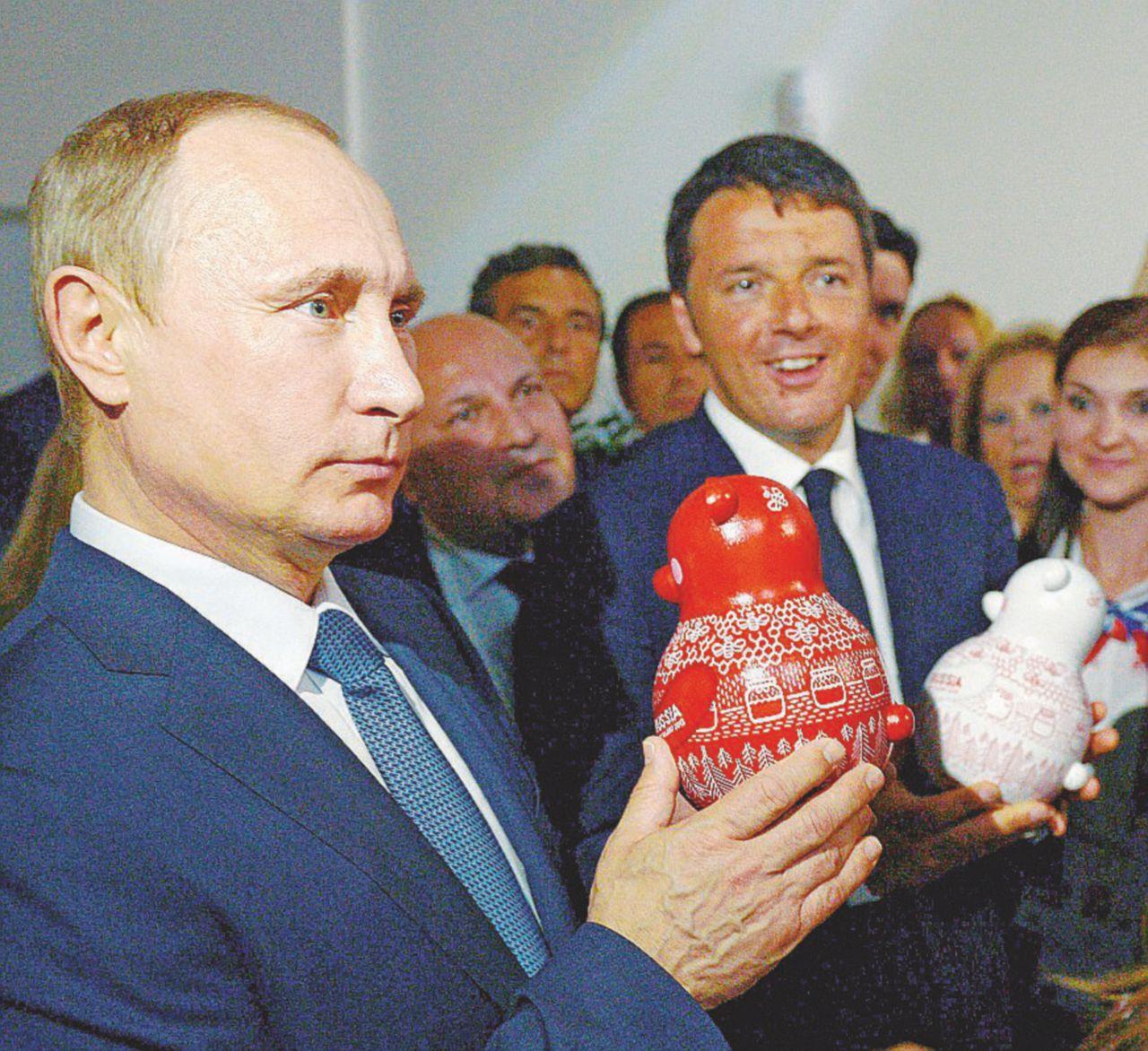 """Putin  """"vende"""" la sua Russia e tifa per il caos europeo"""