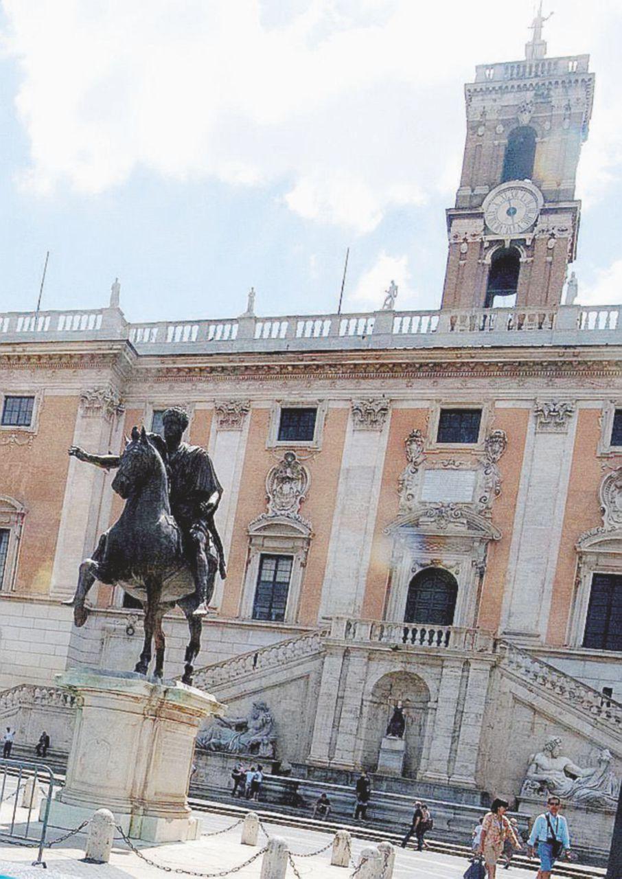 Campi rom, corrotti in Comune