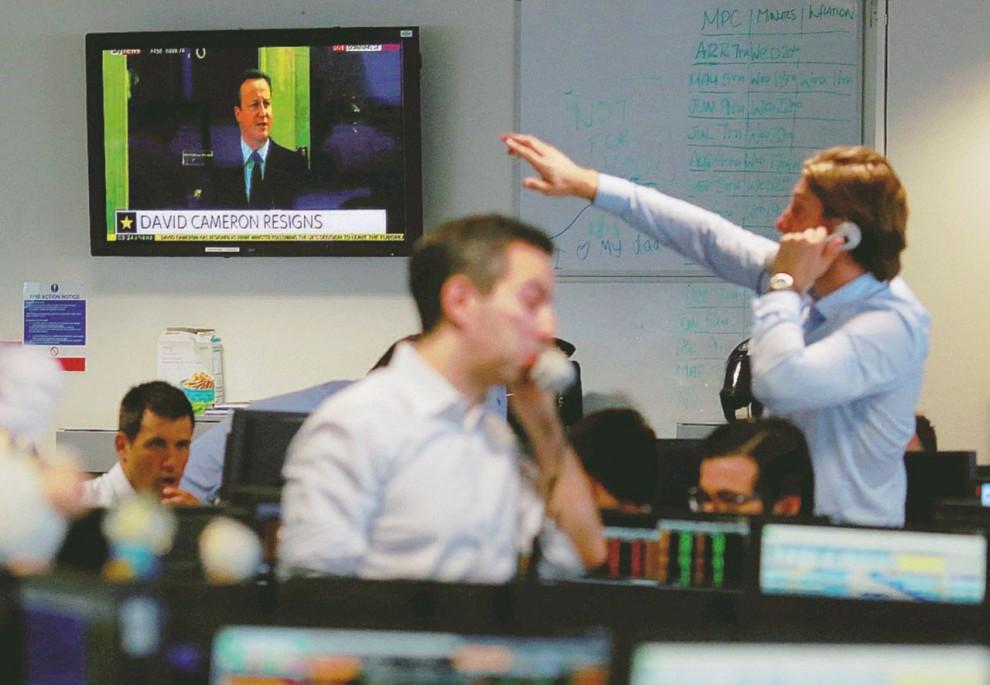 """""""Panic selling"""" – Dopo il voto Uk, i mercati sono crollati, le banche italiane tracollate – Reuters"""